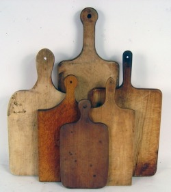 blauwebeker:  A group of Early American cutting boards as seen at www.remodelista.com.