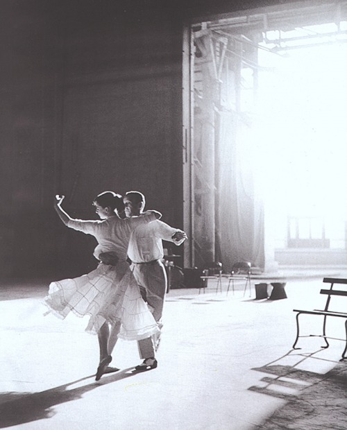 corona-rosarum:  Audrey Hepburn dancing with Fred Astaire