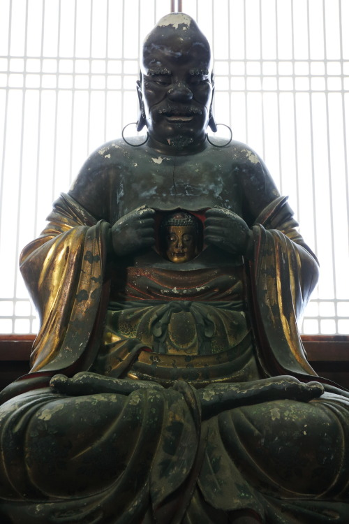 yajifun:  dontrblgme:  Amazing statue in the old temple (via Teruhide Tomori (very busy))  羅睺羅尊者