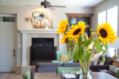 (via hello monday {mini house tour} - Lisa Leonard Designs Blog)