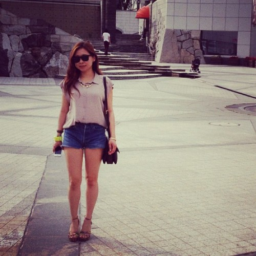Today's look. #fashion #girl #levis #hm #f21 #rayban #bally #summer  (Instagramで撮影)