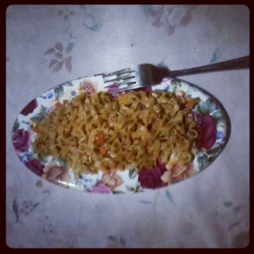Dinner time :) home made Pancit Shanghai.. Yummmy!!!! (Taken with Instagram)