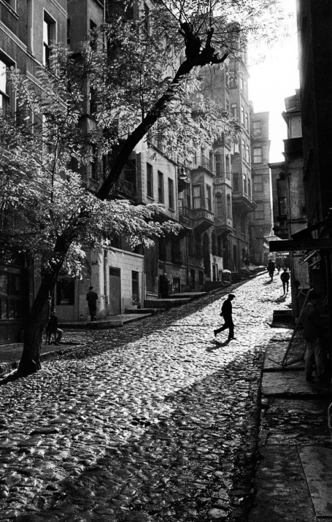 street in tarlabasi, turkey, 1965 photo by ara güler, from ara güler's istanbul