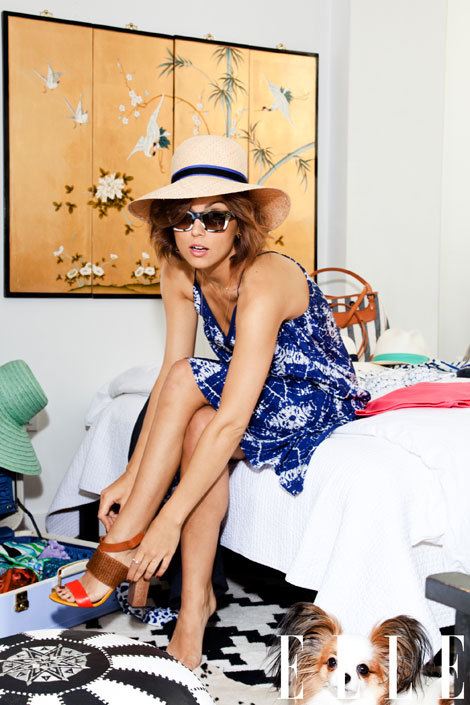elle:  Glamourai Kelly Framel shows us her Hamptons beach essentials and time-tested travel favorites. Check out her ultimate beach-side packing list here!  Love this beach-inspired getup.  Happy first day of summer (would love to be going to the Hamptons today)!