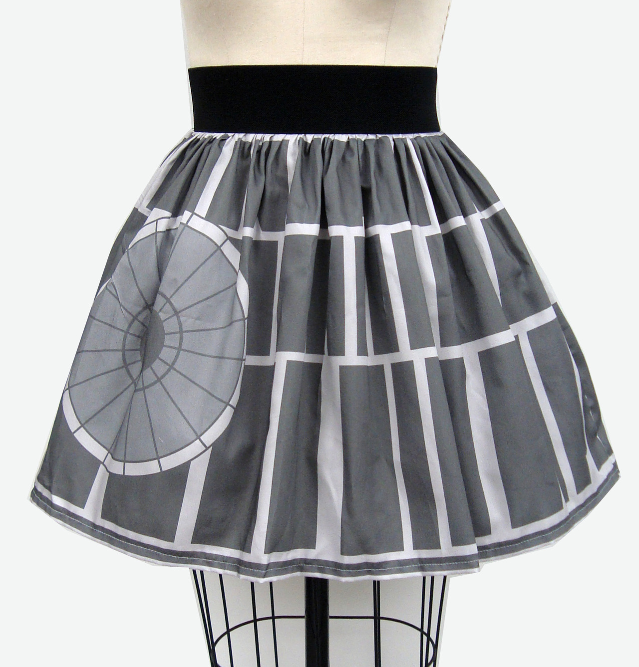 lady-fett:  gochaserabbits:  Epic Space Station Full Skirt! (by GoChaseRabbits)  oh god…oh god…..do I need this?….oh god….  That's no moon.