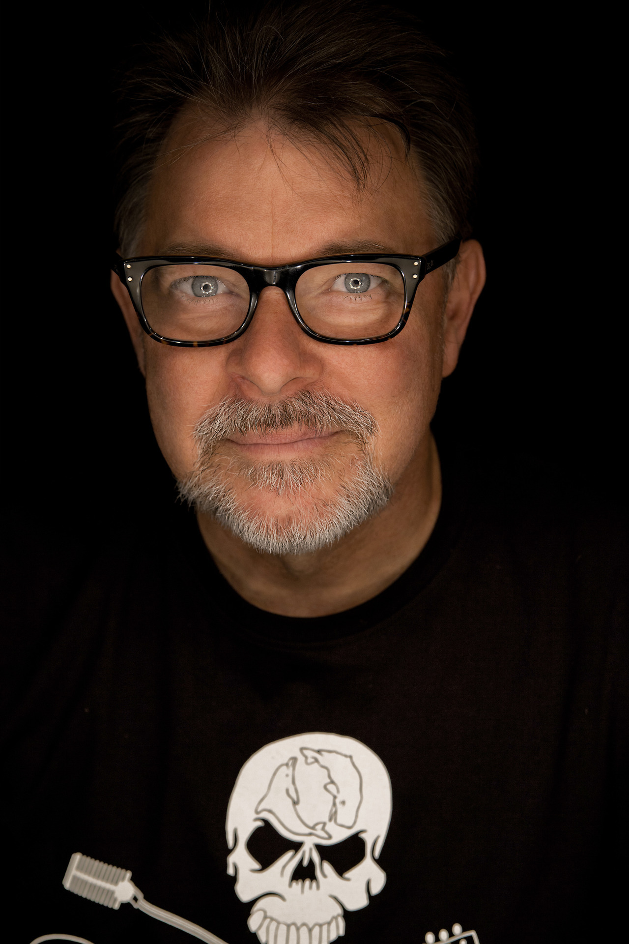"thegeekcritique:  'Star Trek: TNG': Jonathan Frakes light years past 'Farpoint' ""I didn't understand the stakes, I didn't really understand what we were getting into,"" actor Jonathan Frakes says now as he reflects on the earliest days of ""Star Trek: The Next Generation,"" which launched 25 years ago with the galaxy-class ambition of filling up the Federation space left by the original series. ""I didn't know at that point the cultural phenomenon that 'Star Trek' was. But, believe me, I learned pretty quick."" To read more, click here."