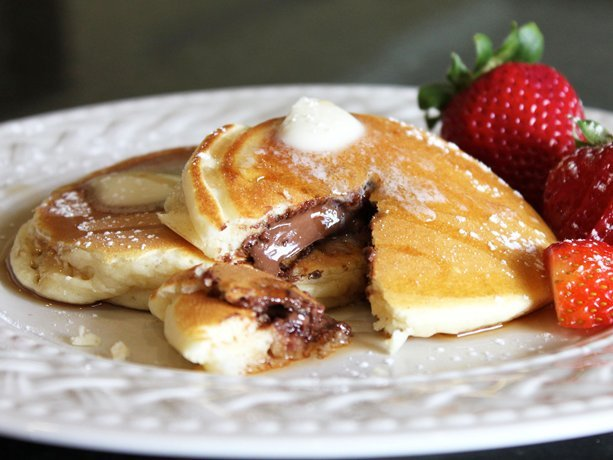 thecakebar:  Chocolate-Stuffed Pancakes