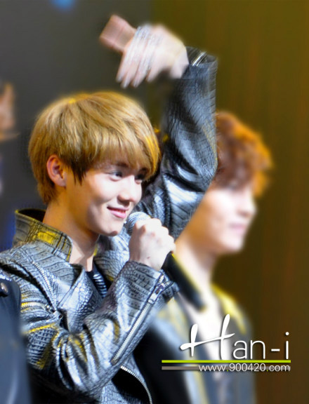 exoticblockbuster:  Luhan's Half-Heart ♡  [CR:@EXOffical]