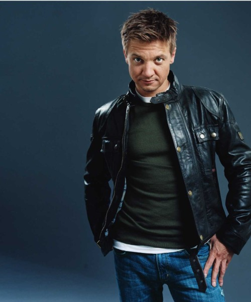 whenthedeadstartwalking:  Favourite photos of Jeremy Renner: 4/???