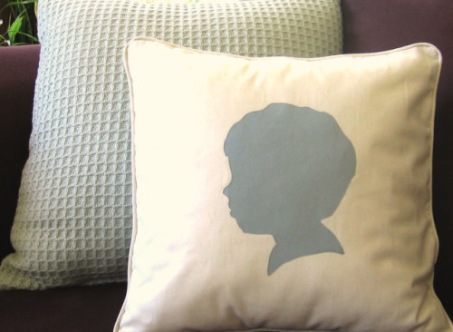 stylelisthome:  We teach you how to make this beautiful pillow in today's Craft Of The Day!  Photo by Jill from Homemade By Jill.