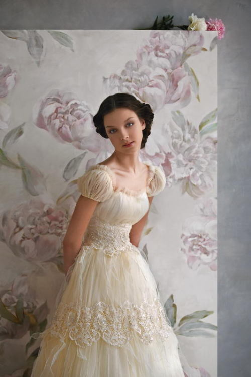 This dress is very Elizabeth Bennet inspired, don't you think? Papilio, The Nymph collection, style no.1003. Read full post here.