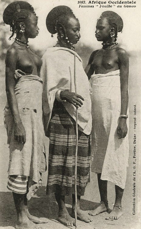 Fulani women 1910s Senegal (via grand-bazaar)