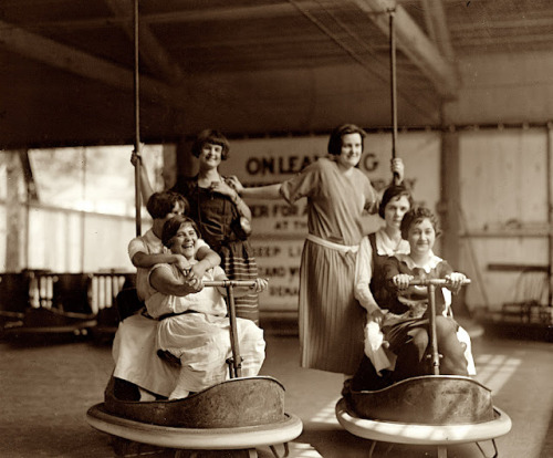 smartchickscommune:  Vintage Photos of Thrill Rides