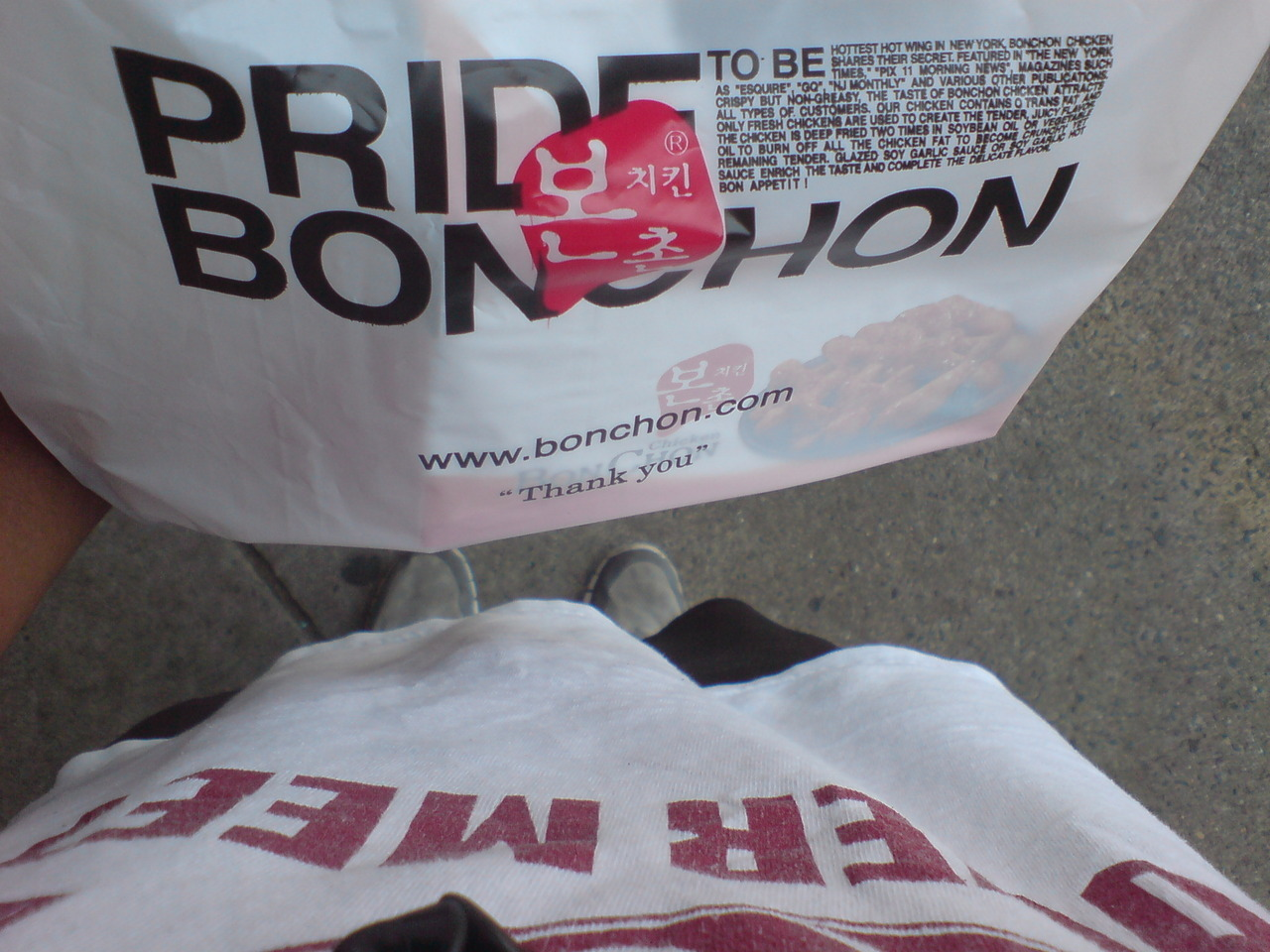 After my morning run, i picked up Bonchon for lunch! Now i got to figure out how im going to run back home while carrying these chicken :O