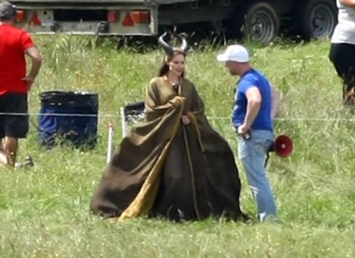 "Maleficent, on the set. (via Maleficent, ecco Angelina Jolie e le sue ""corna"" sul set del kolossal! 