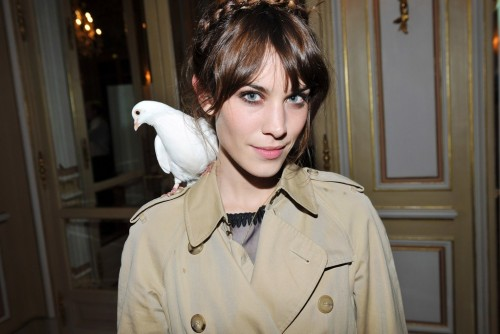 labellefabuleuse:  Alexa Chung at a party hosted by Maje in her honor    あら!肩にハトちゃんが♡