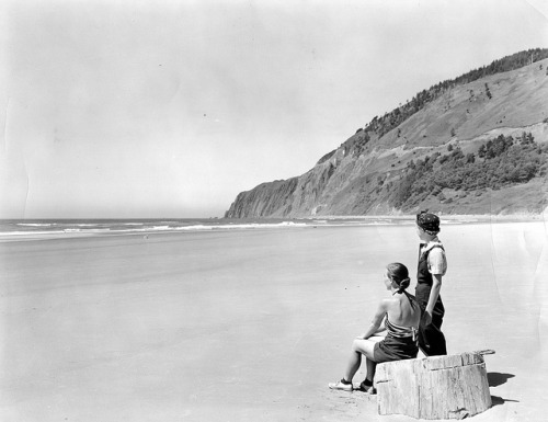 vintageportraits:  Beach below Neahkanie Mountain north of Tillamook