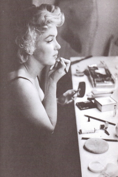 alwaysmarilynmonroe:  Marilyn photographed doing her make up by Sam Shaw in September 1954.