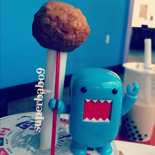 rawr!! Buddy with a fish ball scepter! rawr!! #Domo #toys #toyplanet #toyplanetpics #toyrevolution #toycrewbuddies #food #foodporn #fishballs #chatime (Taken with Instagram at Chatime)
