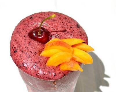 beautifulpicturesofhealthyfood:  Frozen blueberries and apricot summer mousse. Complete with jasmine and cinnamon and a cherry on top. Click HERE for the recipe.