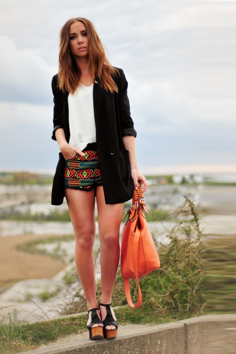 Blouse, Modekungen. Shorts, Topshop. Jacket, H&M. Bag, gift. Shoes, Jeffrey Campbell. (image: lisaplace)
