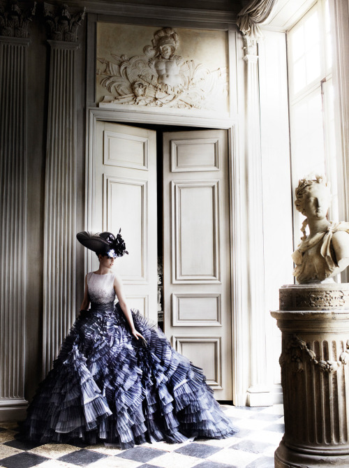 les-trous-noirs:  Kristen Stewart by Mario Testino for Vanity Fair July 2012