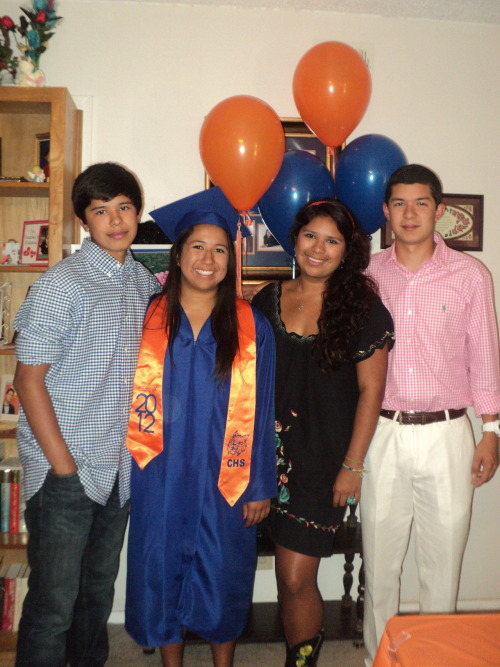 La familia! It's really crazy to see pictures of the four of us together, especially with how old we're getting, it's literally insane. Me, 20Laura, 18Dan, 16Sam, 14, aka kid in the blue won BEST HAIR AT HIS MIDDLE SCHOOL. So proud ;')