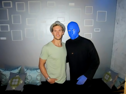 imhereforsookie:  Ryan Kwanten took his parents to see Blue Man Group and dinner at the Venetian nearby Lavo in the Palazzo June17th 2012. original  he was somewhere i've been before?  i could die haha