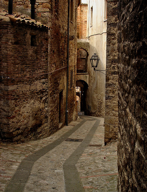 bluepueblo:  Narrow Passage, Todi, Italy photo via fac