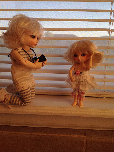 Ball Jointed Dolls Blondes on Flickr.My sister wanted some pictures with her new hairdo :)