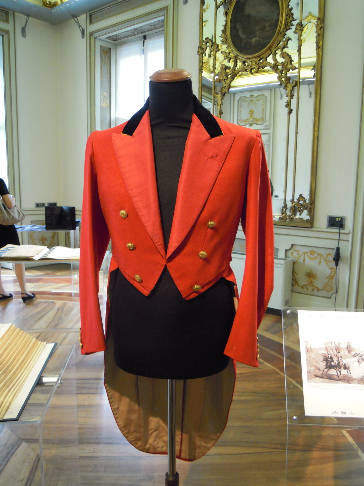 A hunting jacket from the wardrobe of count Tommaso Leonetti di Santojanni, made by London House - Rubinacci, 1937. On display at the exhibition Tessuti e sartoria: una storia Italiana. Milan, Circolo della Stampa.