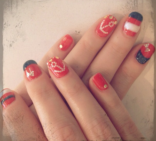 Nail Game - Zooey Deschanel By Jauretsi If you read our Nautical Finds last week, you'll have a new appreciation for how fresh these nails are, snapped from Zooey's personal Instragram. Now, go make some yourself.  [MORE] (Photo Credit: http://web.stagram.com/n/zooeydeschanel/)