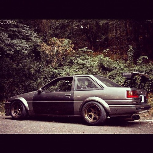 whatmonstersdo:  #toyota #ae86 #levin #trueno #whatmonstersdo #wecametowin #wearethemedia #carporn #jdm  (Taken with Instagram)