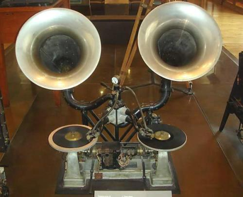 The Gaumont Chronophone, the first ever mixer with crossfader, made in 1910