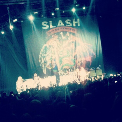 hannahswonderland:  last nite. mr. mf rock n roll slash! #slash #myleskennedy #bamberg #rocknroll (Taken with Instagram)