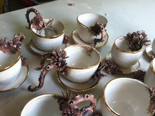 ragemoreroberts:  pennytea:  Teacups of the sea.  Ross. Ross look at theeeeeeeeeeese.   ph'nglui mglw'nafh Cthulhu R'lyeh wgah'nagl fhtagn tea?