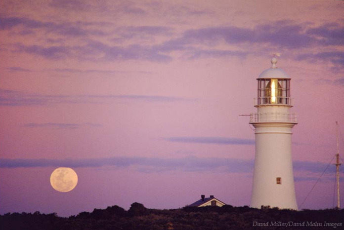 ikenbot:  Lighthouse Moonrise