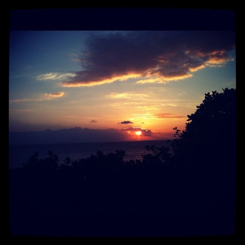 #sunset #beach #lombok #visitlombok #instagram #instadaily #iphonesia #iphoneasia failed sunset :( (Taken with Instagram at Pantai Kerandangan)