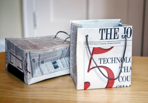 Gifting in fashion. Make a statement with these DIY recycled newspaper gift bags. Try everything from newspapers and magazines to book pages and paper ads. Tutorial here. - Team Forrage