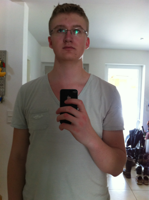 Post-Haircut, Looking fine and Dandy/somewhat like a stereotypical german (and yes, I know that I suck at taking pics of myself in the mirror, but I am proud of that ;) )