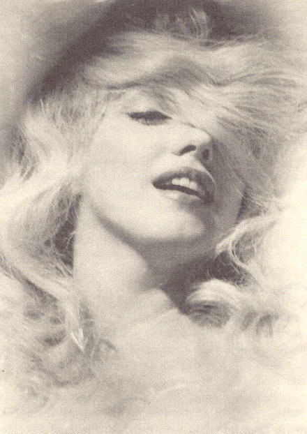 Marilyn Monroe on Flickr.Doesn't she kinda look like Naomi Watts here? I think so…