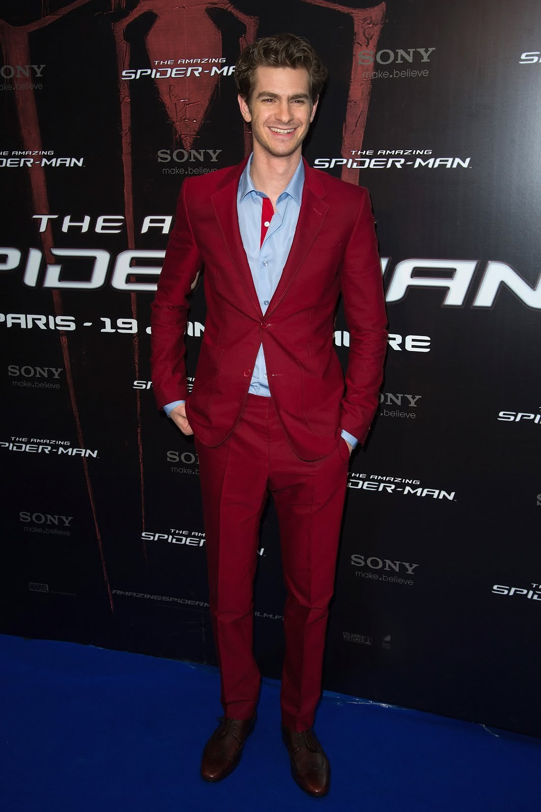 ANDREW GARFIELD WEARS A VERY COOL RED SUIT