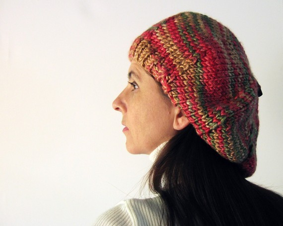 branda (vía tam knitted in variegated tam red and green acrylic yarn by branda)