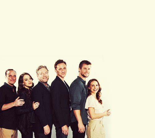my-mewling-quim:  This is like Awkward Family Photos: Cast of Thor edition.