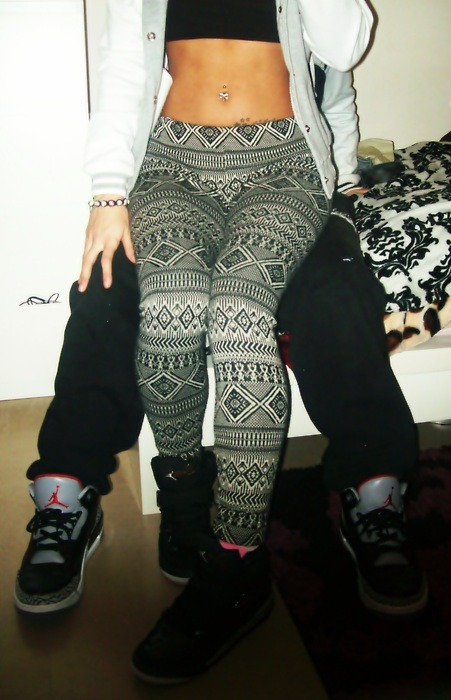 sam-eye-amm:  Me likee… the leggings of course ._.
