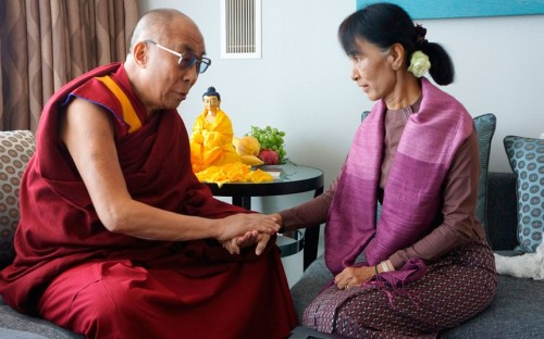 inothernews:  The Dalai Lama meets with Myanmar opposition leader Aung San Suu Kyi in London Wednesday.  (Photo: AP via The Telegraph)