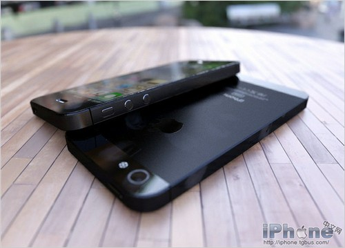 Could it be?! The iPhone 5? If it is, I will take the Africa black lol