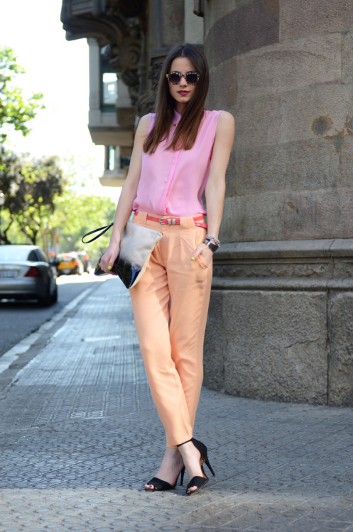 BeLighter Street Style: Pastel Spring  Wearing: Pants, Shirt, Shoes, Clutch: Zara; Sunglasses: Uterque