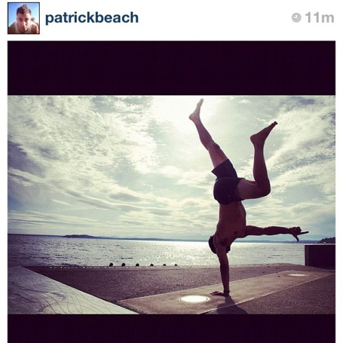 mkslife:  So inspired by this shot. @patrickbeach #motivation #yoga #wow #strong #onedayiwilldothis 👌😊 (Taken with Instagram)