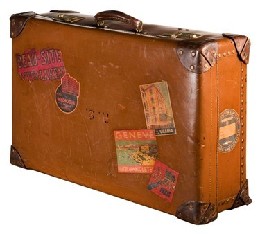 I wish that I'd have a cool vintage suitcase like this!!!! And then I'd put a sticker from every place that I go wit it :)